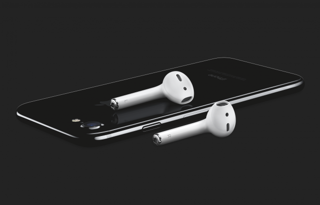 iphone7-jetblk-34br_airpods-laydown-ob-print